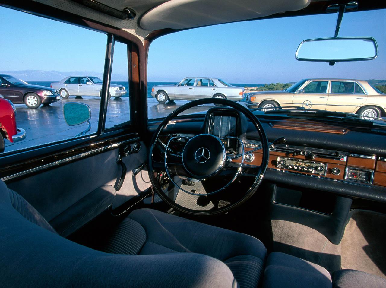 Mercedes-Benz W112 300SE ...