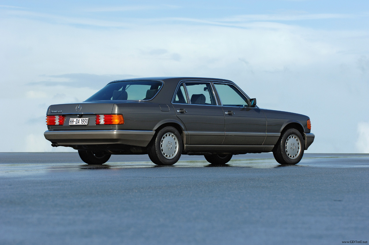 Mercedes-Benz W126 560 SEL